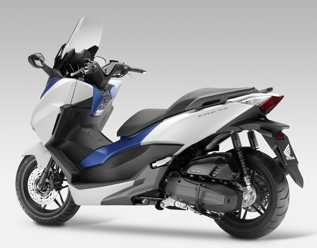honda forza 150 sudah dibandingkan dengan yamaha nmax o to born. Black Bedroom Furniture Sets. Home Design Ideas