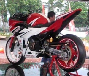 all new cbr150r ahrt belakang