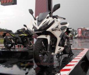 all new cbr150r white otoborn 03
