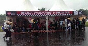 antusias launching cbr150r hujan