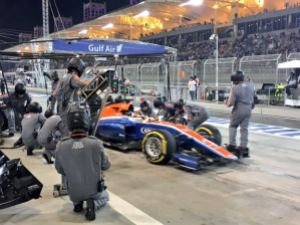 Rio Haryanto Pitstop Bahrain GP pitstop for red rubber f1 2016