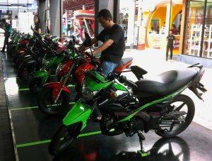 Kawasaki Athlete Pro 125 samping kiri