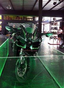 Kawasaki Ninja H2 depan