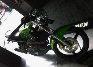 Kawasaki Ninja SS Depan Kanan