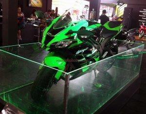 Kawasaki Ninja Z1000 Kiri Depan
