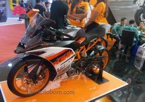 KTM RC200 Kiri Depan