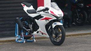 suzuki gsxr150 white kanan depan otoborn